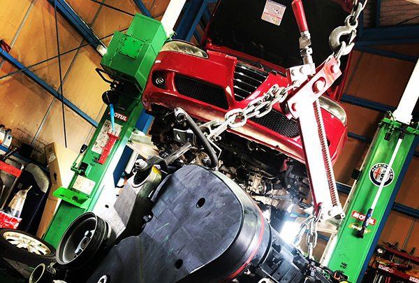 アルファロメオ147 タイミングベルト切れ エンジン載替え